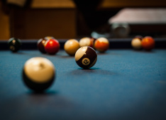 "pool-table-1283911_1920 <span class=""fotografFotoText"">(Foto:&nbsp;pixabay)</span><div class='url' style='display:none;'>/</div><div class='dom' style='display:none;'>ref-rorschach.ch/</div><div class='aid' style='display:none;'>338</div><div class='bid' style='display:none;'>6846</div><div class='usr' style='display:none;'>93</div>"